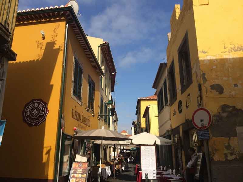Funchal restaurants 2min walk